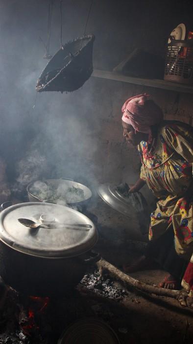 Intérieur d'une cuisine, village de Demshang, Fondjomekwet